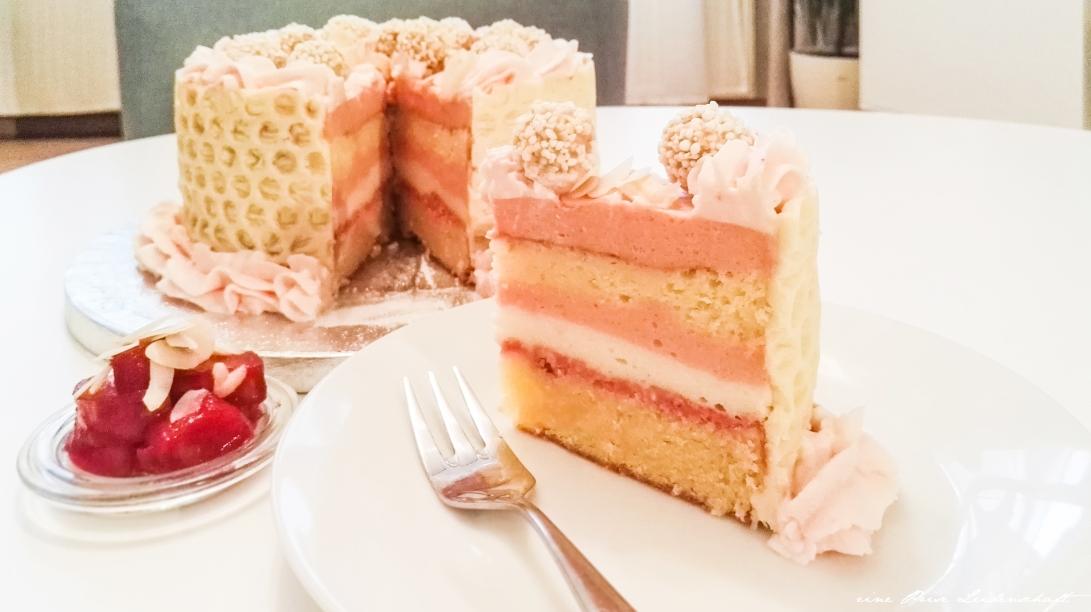 Weiße Mandel Giotto Rhabarber Torte