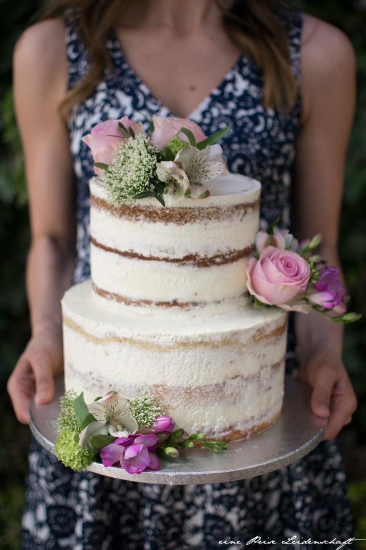 Naked Cake mit Blumen